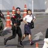 Mennesker evakueres fra indkøbscentret, hvor en soldat lørdag dræbte og sårede mange.