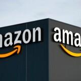 Amazon begyndte som en af verdens største bogforhandlere på nettet og er siden begyndt at sælge film, musik, tøj, software, møbler og meget andet også.