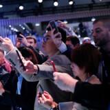 Udsigten til titusinder af mennesker samlet til konference, mens den smitsomme coronavirus spreder sig, har fået en række virksomheder til at melde afbud til Mobile World Congress i Barcelona. Billedet er fra sidste års konference, hvor omkring 100.000 deltog. Pau Barrena / AFP