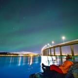 Tromsø og omegn er et af de bedste steder at nyde det spektakulære nordlys, som danser over vinterhimlen især november-februar. På et par hundrede år er byen gået fra at være en fiskerflække på 70 indbyggere til i dag at være hjem for 75.000 sjæle. Og nordlyset tiltrækker mange turister fra hele verden.