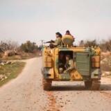 ARKIVFOTO: Syriske soldater på vej mod den syriske by al-Mastumah.