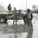 Afganske sikkerhedsstyrker holder vagt nær stedet for et selvmordsangreb i Kabul d. 11 februar 2020. REUTERS/ Omar Sobhani.