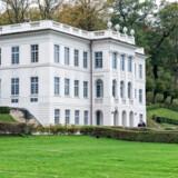 Så er det åbent hus på Marienlyst, en halv time på gåben fra Kronborg. Sin nuværende udformning skylder slottet den berømte franskfødte arkitekt, Nicolas-Henri Jardin, der i 1700-tallet blev inviteret til Danmark for at bistå med en række ombygninger af slotte.