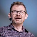 Komiker Sebastian Dorset har forladt Radio Loud. Nu er spørgsmålet bare, hvad der nu skal med satiren på radiokanalen.