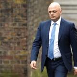 Den britiske finansminister, Sajid Javid, går af efter uenighed med premierminister Boris Johnson.