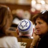 """RB plus . Gaza-konflikt øger chikane mod jøder. På en måned er der registreret næsten lige så mange overgreb mod jøder, som der normalt gør på et år. Årsagen er formentlig konflikten i Gaza-striben. Det er ikke unormalt, at jøder i Danmark oplever at blive truet eller overfaldet på grund af deres religion...ARKIVFOTO. ARKIVFOTO 2013 af Mosaisk Trossamfund holder mindehøjtidelighed for redningsaktionen af jøder til Sverige i 1943- Se RB 17/7 2014 23.00. """"Der er ingen døde jøder desværre: Det laver vi om på i Danmark."""" """"Jeg håber du og dine zionistiske venner brænder i helvede og oplever en endnu mere smertefuld død end alle de børn i Gaza, der er blevet dræbt.""""(Foto: Kasper Palsnov/Scanpix 2013)"""