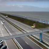 I århundreder har det uhyre lavtliggende Holland kæmpet en indædt kamp mod havet. Her et blik ud over den 32 kilometer lange dæmning Afsluitdijk, der beskytter store dele af Holland mod Nordsøens stormfloder. Men hvorfor ikke en 20 gange længere dæmningskonstruktion, der ville beskytte hele Nordeuropa mod fremtidens havstigninger?