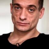 I 2013 fik Petr Pavlensky politisk asyl i Frankrig, efter han som kunstner flere gange havde gjort oprør mod den russiske regering. Nu er han ude på at afsløre de franske politikeres »dobbeltmoral« – og blevet anholdt.