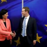 EU-kommissær Vera Jourová mødtes mandag ligesom sin danske og franske kommissærkollega med Facebook-topchef Mark Zuckerberg. Amerikaneren har erklæret sig som tilhænger af mere regulering på området – hans oplæg til, hvordan det kan ske, har dog ikke vakt udelt begejstring i Bruxelles.