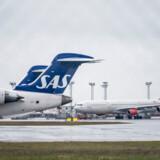 Herhjemme har flyselskabet SAS aflyst alle selskabets flyvninger til og fra Kina. SAS er det eneste flyselskab i Danmark, som har direkte ruter til Kina.