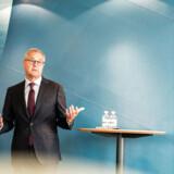A.P. Møller - Mærsks topchef, Søren Skou, har ikke været meget for at fortælle, hvad han får i løn på Esplanaden. Nu er han blevet tvunget til at lægge sin lønpakke frem.