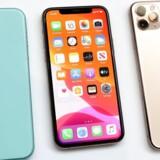 Apples egne apps er gjort til standard på iPhones og iPad, og det har man ikke hidtil kunnet ændre. Apple placerer også sine egne apps – f.eks. internetbrowseren Safari og musiktjenesten Apple Music – i det faste bånd i bunden af skærmen på alle nye telefoner.