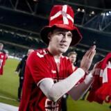 EM-billetten kom i hus en novemberaften i Dublin sidste år. Her er det Andreas Christensen, der spiller klubfodbold for Chelsea.