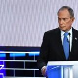 Præsidentkandidat Michael Bloomberg fik debut på debatscenen. Det gik alt andet lige ikke godt.