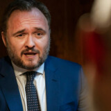 Radikale og Enhedslisten lægger pres på klimaminister Dan Jørgensen. Men han kan »ikke genkende billedet af, at regeringen skulle sidde på hænderne«.