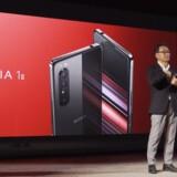 Sonys mobilchef, Mitsuya Kishida, præsenterer den nye toptelefon, Xperia 1 II, som kommer i handelen »til foråret«.