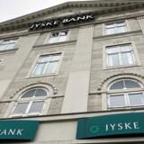 Jyske Bank rykker nu grænsen endnu længere ned for, hvornår privatkunder skal betale for at have penge stående i banken.