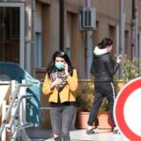 Syditalien oplevede tirsdag det første dødsfald på grund af coronavirus. Ligesom ved flere andre nye tilfælde rundt omkring i Europa menes de syge at være smittet i Bergamo i Lombardiet.
