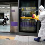 Coronavirussen har spredt sig hurtigt i hele verden. Her i Seoul, hovedstaden i Sydkorea.