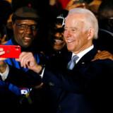 Tidligere vicepræsident Joe Biden vandt i South Carolina på grund af massiv støtte fra de mange afroamerikanere i staten. Valgsejren er en tiltrængt vitaminindsprøjtning til hans kandidatur op til Super Tuesday 3. marts, hvor 14 stater stemmer, men hans sejr sætter samtidig en helt ny ramme for kampen om at blive Demokraternes præsidentkandidat.
