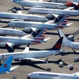 Flyselskaberne over hele verden har skåret kraftigt i antallet af afgange. Det vidner om det store tab af økonomisk aktivitet, som coronavirussen allerede har medført