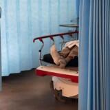 »Hvis mange mennesker går hen og bliver smittet, så vil kapaciteten på intensivafdelingerne ikke nødvendigvis følge med,« lyder det fra statminister Mette Frederiksen (S). Billedet er fra Bispebjerg Hospital.