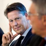 Den netop afgåede økonomiske overvismand, Michael Svarer, er ikke i tvivl om, at Mette Frederiksens beslutning om at lukke store dele af landet ned i kampen mod coronavirus vil få økonomiske konsekvenser. Hvilke, og hvor store, afhænger af tiden.
