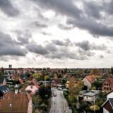 Coronavirussen kan i den kommende tid komme til at hænge som en tung sky over boligmarkedet, hvor aktiviteten ifølge flere boligøkonomer vil bremse op.