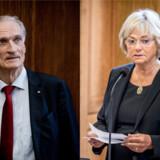 »Hvis vi først begynder ikke at vide, hvad vi skal gøre, eller gå i panik, sejler det hele jo,« siger Pia Kjærsgaard (DF). Både hun og Bertel Haarder (V) betoner, at politikerne på Christiansborg nu står over for en vigtig opgave.