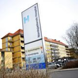 Nordsjællands Hospital i Hillerød meddelte allerede onsdag aften, at man er gået i gang med at aflyse al elektiv aktivitet – planlagte operationer og andre behandlinger – frem til udgangen af marts. Andre hospitaler kan følge efter.