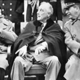 Winston Churchill, Franklin Delano Roosevelt og Joseph Stalin ved Jalta konferencen i Krim 4. februar 1945. Her blev grundlaget for freden lagt, men også begyndelsen til Den Kolde Krig. I sin nye bog, »Frygtens logik«, giver professor Poul Villaume USA hovedansvaret for Den Kolde Krig.