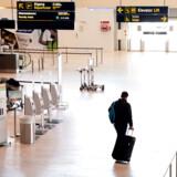 Københavns Lufthavn umiddelbart efter at grænserne lukkede lørdag klokken 12. Coronakrisen kan koste tusindevis af job inden for turisme- og oplevelseserhvervene, vurderer Dansk Erhverv i en analyse.