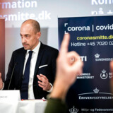 Sundhedsminister Magnus Heunicke afviste på pressemødet mandag, at man gik tilbage til den tidligere strategi, og forklarede, at man fortsat tester på det samme niveau som i sidste uge.