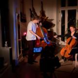 Coronakoncert med den klassiske duo Dybfølt bestående af Mathæus Bech og Kirstine Elise Pedersen. Det er Mathæus Bech, der står bag Coronakoncerter.dk.