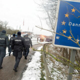 »Når man hermetisk lukker Danmarks grænser, hvorfor skal de så stå pivåbne for personer, som på grund af deres ukendte færden, udgør en enorm smitterisiko?« skriver Peter Skaarup.