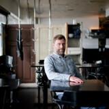 Medindehaver af Kødbyens Fiskebar, Kristian Linde, har som andre restauratører valgt at sælge takeaway på grund af de store mængder råvarer, restauranten er brændt inde med. Han mener, det er en stakket frist, hvis ikke kommunen kommer lejerne til undsætning.