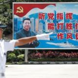 »(...) Vi gør klogt i at erkende, at Kina er i fuld gang med at overtage verdensherredømmet, imens vi andre er i knæ. Vores krise bliver langt, langt dybere end deres, og de vil gøre alt for at udnytte situationen til at tilegne sig verdensdominans,« skriver Naser Khader.