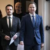 Finansminister Nicolai Wammen og erhvervsminister Simon Kollerup ankommer til pressemøde om nye initiativer på det økonomiske område i Finansministeriet onsdag den 18. marts 2020.