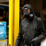 I Storbritannien bliver konsekvenserne af covid-19 tydeligere i gadebillet, som dagene går. REUTERS/John Sibley TPX