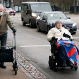 Den svenske regering og de svenske sundhedsmyndigheder har de seneste dage fastslået, at ældre svenskere så vidt muligt bør blive hjemme uden kontakt med andre. Billedet her er fra Østerbrogade i København.