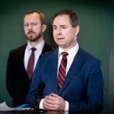»Det korte budskab er, at vi står sammen, og vi vil gøre, hvad det end kræver, for at få Danmark godt igennem den situation, vi står i,« sagde finansminister Nicolai Wammen (S) på pressemødet torsdag, hvor han præsenterede en historisk hjælpepakke.