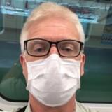 Ved ankomsten til Taiwan måtte Henrik Bjørn skrive under på, at han konstant ville gå med maske i det offentlige rum. Ved ankomsten til Københavns Lufthavn var han overrasket over, at lufthavnsbetjente ikke gik med beskyttelsesmaske.