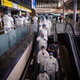 I Sjeremetjevo-lufthavnen i Moskva blev alle tilrejsende indtil for nylig testet for coronavirus, hvis de havde symptomer. Nu har Rusland helt lukket sine grænser indtil 1. maj. Alt er under kontrol, siger præsident Putin.
