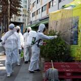 ARKIVFOTO: »Vores højeste prioritet er at forebygge sporadisk smitte hos grupper og folk, der vender hjem«, siger Yoon Tae-ho fra Sydkoreas sundhedsministerium.