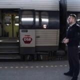 Det markante fald i passagerer får nu DSB til at skære i antallet af afgange.