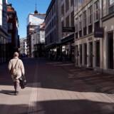 Vi kan forvente os et forår og meget vel også en sommer, hvor coronavirussen fortsat vil være en plage. På fotoet ses Strøget i København, hvor der ikke længere er ret meget liv.