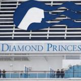 Tusindvis af passagerer sad i karantæne om bord på det coronaramte krydstogtskib »Diamond Princess« ud for Japans kyst. Hundredvis blev testet positive.