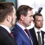 »Som aktionær ønsker jeg, at virksomheder gør det, man gør i krise, nemlig konsoliderer og beskytter ejere gennem ikke at udbetale udbytte. Dette så man måske kan undgå hjælp,« skriver Jacob Bro Eriksen.