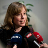 Kulturminister Joy Mogensen (S) høster kras kritik for sin håndtering af de udfordringer, coronakrisen giver dansk kulturliv. Hun henviser således kulturinstitutionerne til at forsøge at få økonomisk hjælp i de puljer, der generelt er meldt ud for selvstændige erhvervsdrivende, og som alle brancher kan søge. En helt anden tilgang har hendes norske og svenske kolleger.