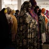 Kvinder i Burkina Fasos hovedstad, Ouagadougou, bærer masker for at undgå at blive smittet af covid-19. Danmarks udviklingsminister, Rasmus Prehn, er blevet oplyst, at det vestafrikanske land blot har en enkelt eller to respiratorer til rådighed.